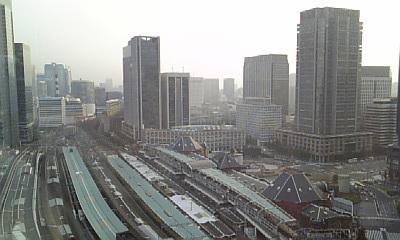 東京駅を見下ろす