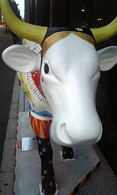 丸ノ内に牛が!