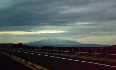 車からみた鳥海山